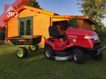 Vrtni traktor honda i prikolica s plastičnom osnovom